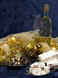 Free Panettone With Wine And Christmas Decorations Royalty Free Stock Photos - 17384418