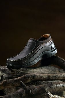 Free Shoes On Wood Royalty Free Stock Photos - 17386078