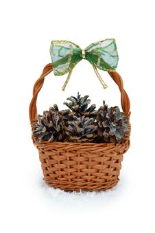 Free Basket With Pine Cones Royalty Free Stock Photos - 17391158