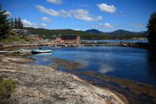 Free Beautifull Norway, Bay  With Boats And Pier Royalty Free Stock Images - 17404399