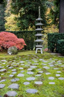 Free Shrine In A Japanese Garden Royalty Free Stock Images - 17404969