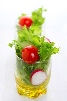 Free Spring Salad With Tomato And Cucumber Royalty Free Stock Images - 17411989