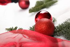 Free Christmas Bauble Royalty Free Stock Images - 17413219