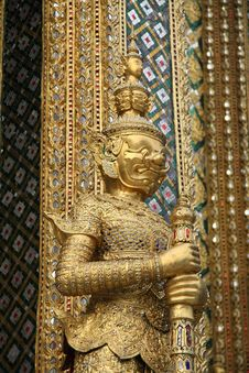 Free Golden Thai Demon In Temple Royalty Free Stock Images - 17413849