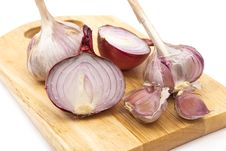 Free Garlic And Onion On A Wooden Plate Royalty Free Stock Photos - 17425908