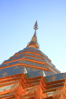 Free Huge Golden Pagoda Royalty Free Stock Photos - 17427698