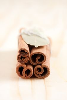 Free Group Of Cinnamon Sticks And Bay-leaf Stock Photography - 17428992