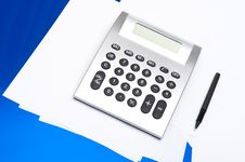 Free Calculator And Pen Royalty Free Stock Images - 17441059