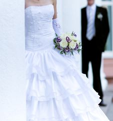 Free Bride Holding Bunch Of Flowers Royalty Free Stock Images - 17445679