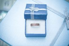 Free Gold Ring In The Box Royalty Free Stock Image - 17446646