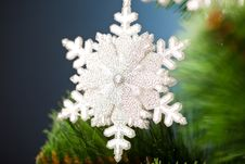 Free Christmas Tree With Snowflake Stock Photography - 17449872