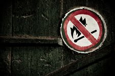 Free  No Fire  Sign On The Wall Stock Photo - 17451400