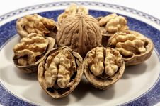 Free Walnuts On A Plate Stock Photography - 17456642