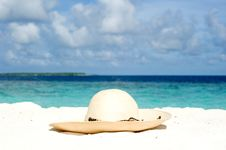 Free Sun Hat On The Sand Royalty Free Stock Image - 17457936