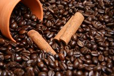 Free Clay Bowl With Coffee Beans And Cinnamon Royalty Free Stock Image - 17459466