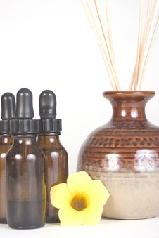 Free Aromatherapy Brown Bottles And Scented Reeds Royalty Free Stock Photography - 17460677