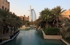 Free Architectural Contrasts In Dubai. Royalty Free Stock Photography - 17462917
