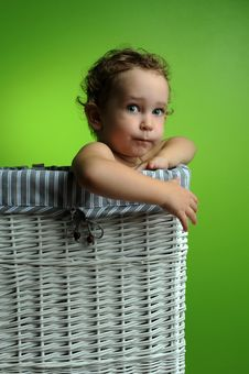 Free Baby Sitting In A Basket Royalty Free Stock Photography - 17465507