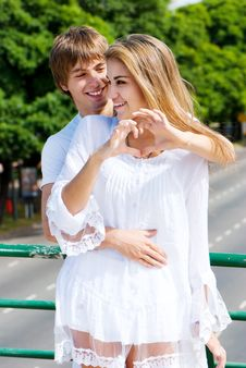 Free Young Happy Couple Outdoor Royalty Free Stock Image - 17466896