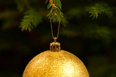 Free Golden Christmas Ball Royalty Free Stock Images - 17467579