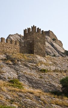 Free Ruined Tower In Sudak Fortress Royalty Free Stock Images - 17472789
