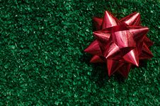 Free Red Gift Bow On Green Grass Royalty Free Stock Photography - 17474417