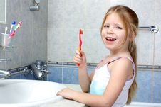 Free Little Girl With Toothbrush Stock Images - 17477124