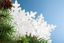 Free Christmas Tree With Snowflake Stock Photography - 17482222