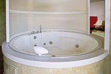 Free Round Bathtub Royalty Free Stock Photo - 17482405