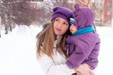 Free Mother  Keeps A Small Child In Her Arms. Royalty Free Stock Images - 17487139