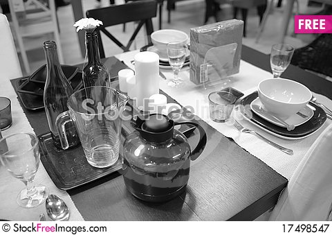 Free Dining Set Royalty Free Stock Photography - 17498547