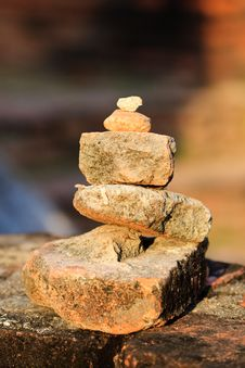 Free Stones Balanced On Each Other Royalty Free Stock Photo - 17491775