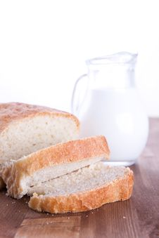 Free Fresh Bread With A Milk Royalty Free Stock Image - 17493176