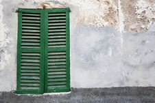 Free Old-fashioned Window With Green Closed Shutters Royalty Free Stock Images - 17495469