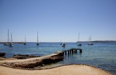 Free Seascape With Pier And Sails Royalty Free Stock Images - 17495519