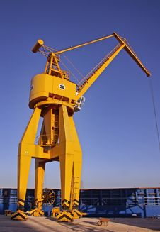 Free 30 Tons Crane Royalty Free Stock Photo - 17498115