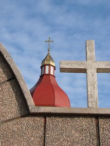 Free Holy Cross Upon Red Cupola 03 Stock Photos - 1753603