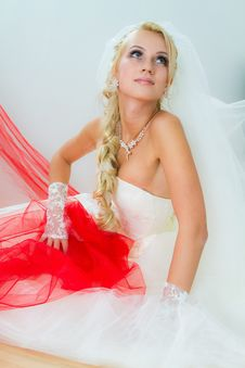 Free Bride Sittting On Floor Royalty Free Stock Images - 17502349