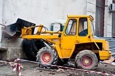 Free Yellow Bulldozer Royalty Free Stock Photography - 17506367
