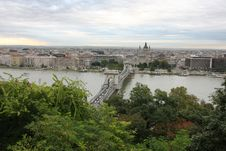 Free Chain Bridge Above The River Danube, Budapest Royalty Free Stock Photo - 17507495