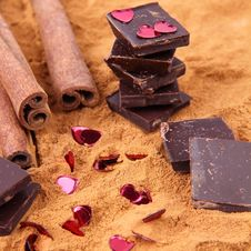Free Chocolate, Cinnamon And Hearts Royalty Free Stock Images - 17512199
