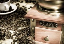 Free Coffee Beans, Cup And Grinder On Sack Royalty Free Stock Photos - 17514358