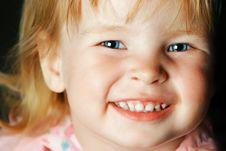 Free Smiling Little Girl With Blue Eyes Royalty Free Stock Image - 17518816