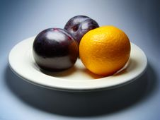 Free Plums And Tangerine On Plate. Royalty Free Stock Images - 17519069