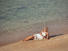 Free Girl Reposes On Beach Royalty Free Stock Image - 17523946
