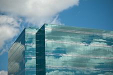 Free Office Tower Reflecting Blue Sky And Clouds Royalty Free Stock Photos - 17526688