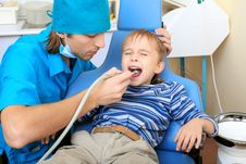 Free Kid And Dentist Royalty Free Stock Images - 17534829