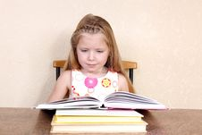 Free Girl Reading Book Royalty Free Stock Images - 17538329