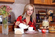 Free Woman With Yeapot And Cup Of Hot Drink Royalty Free Stock Photos - 17538408