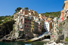 Free Sunshine At The Harbour Side Of Riomaggiore Royalty Free Stock Images - 17543019